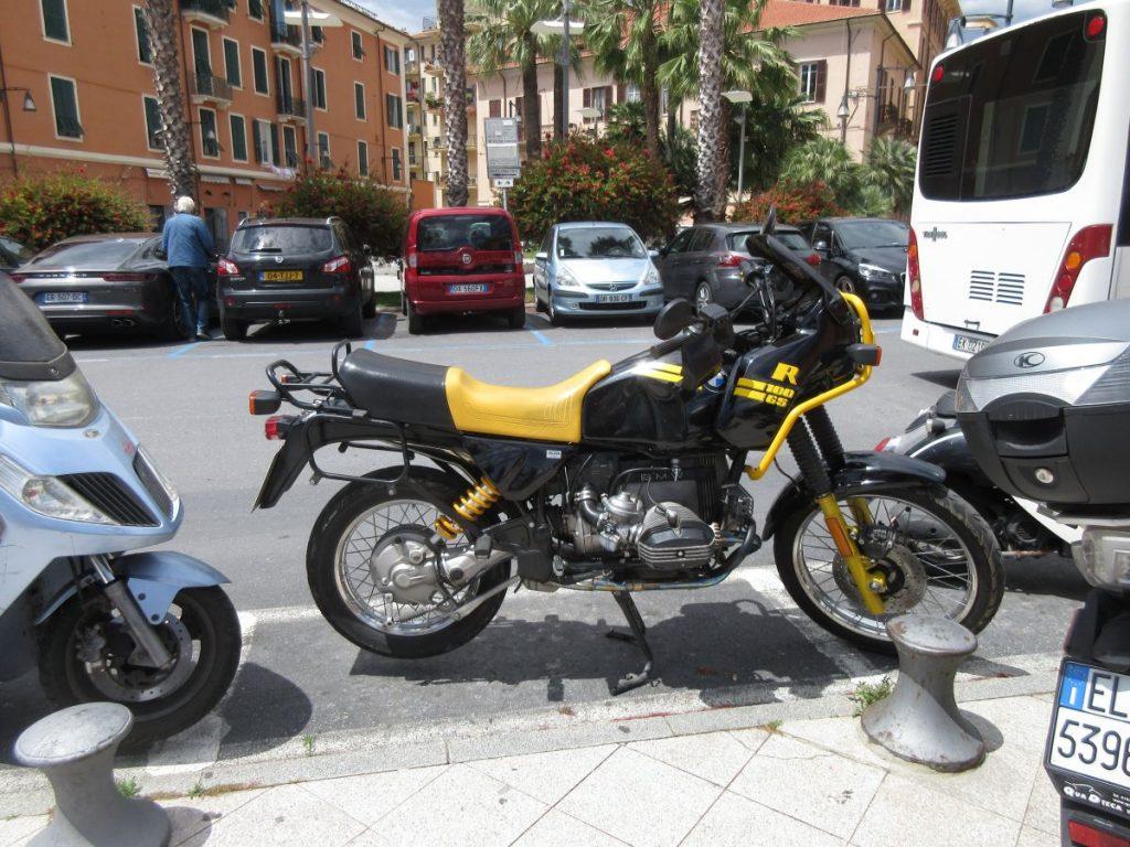 Motorrad-Parkbucht