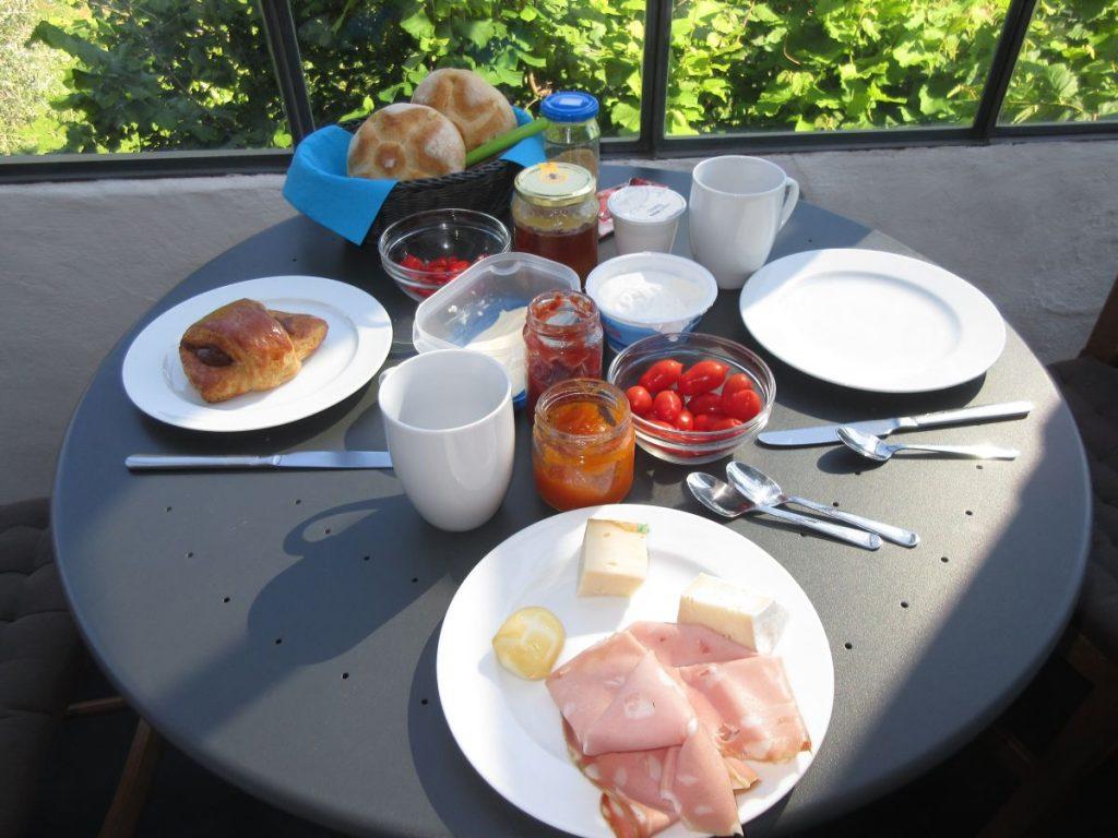 Frühstück ist gedeckt