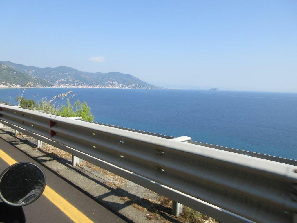 Blick auf das Meer während der Fahrt