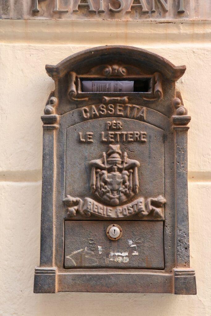 Öffentlicher und aktiver Briefkasten