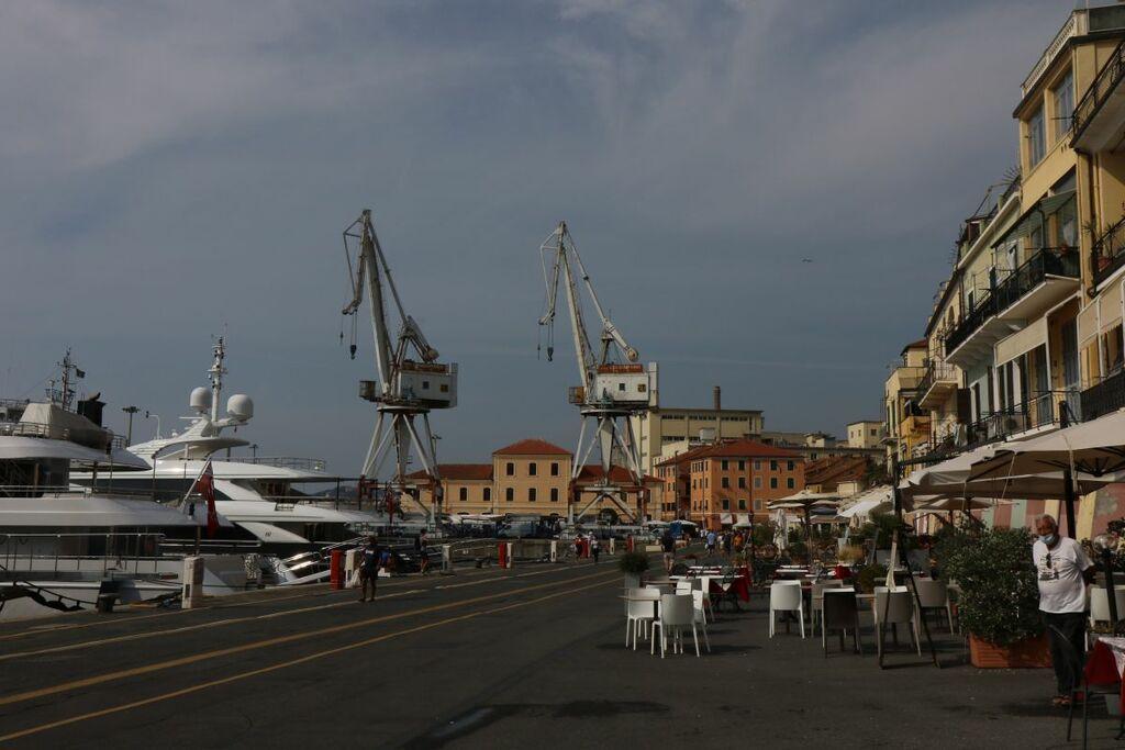 Hafen mit altem Ladekran Imperia
